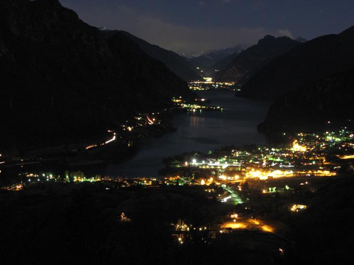 <b>Panorama notturno sul lago d'Idro</b>