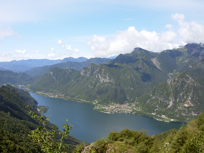 <b>Veduta dall'alto del lago d'Idro</b>